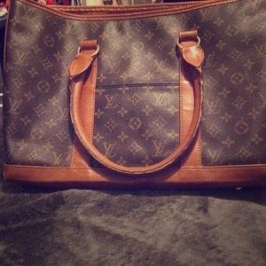 Authentic Louie Vuitton Purse...